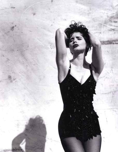 Isabella Rossellini by Helmut Newton                                                                                                                                                      Más
