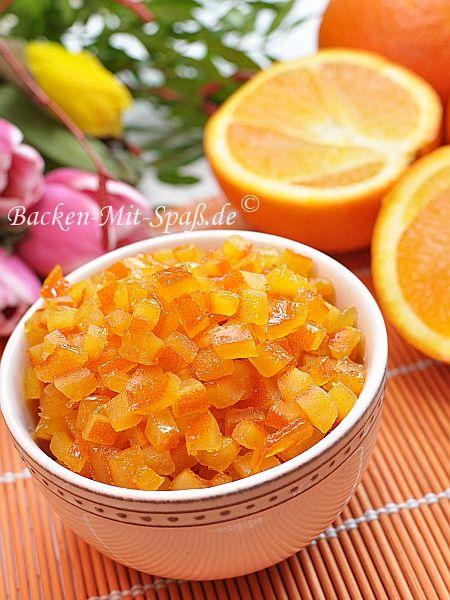 Zutaten: dicke Schalen von 2 unbehandelten Orangen (Zitronen) 1 Glas Wasser 1 Glas Zucker Zubereitung: Die weißen bitteren Schalenteile der...