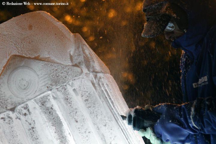 Sculture di ghiaccio: la Mole Antonelliana in piazza Emanuele Filiberto. #Torino #christmas
