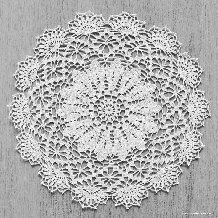 Min senaste virkade duk. Hela 37 cm bred och älskar det färdiga resultatet!  #virka #virkat #crochet #crocheting #kinnatextil #fino #marks #häkeln #hekle #handarbete #duk #doily #virkadduk #vitduk #crochetdoily
