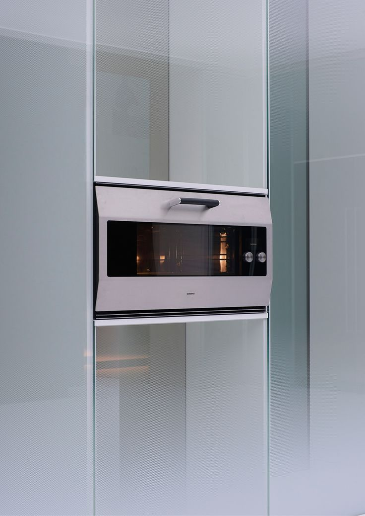 The unveiling of Gaggenau's future icon: the EB 333. This 90 cm-wide oven is named in tribute of Gaggenau's 333rd anniversary - shown for the first time at EuroCucina 2016.