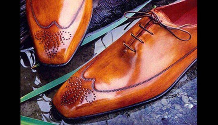 """А вы знали, что...  ...Поговорка """"жить на широкую ногу"""" уходит своими этимологическими корнями в средние века? Лет 600 назад в Италии и Франции среди дворян, купцов, банкиров и судей родилась необычная мода – демонстрироватьгостям уровень своего благосостояния размером обуви. Здравого смысла в этом не было ни на грош, но мода есть мода и она пошла гулять по всей Европе, проникла в Голландию и Германию, но, слава богу, до России не докатилась. До нас дошла лишь немецкая поговорка – """"Жить на…"""