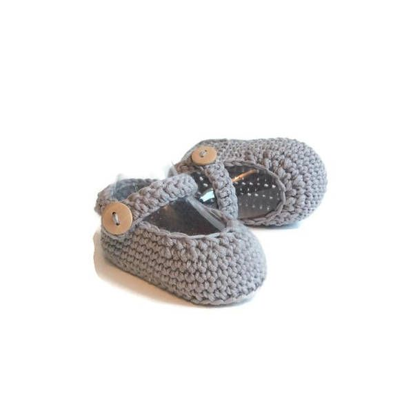 These sweet and simple knitted mary jane baby shoes are picture perfect. Each pair of these baby booties are handmade using a soft merino wool. They have a sweet elegance, true to their classic design, with a sturdy construction that will make them a lasting keepsake. Sizes: 0-6 months ( 9 cm ) 6-12 months ( 10 cm ) Packaging: These little booties will arrive in a brown paper shoe box, tied with strings and a handmade tag (as shown). The packaging shows a gift that was chosen with love and…