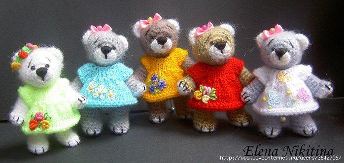 вязаное платье для маленькой игрушки