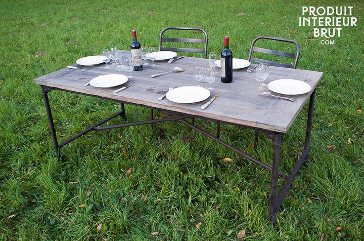 Tapeziertisch aus altem Ulmenholz - Tischplatte aus recycletem Holz auf einem Gestell mit Rollen