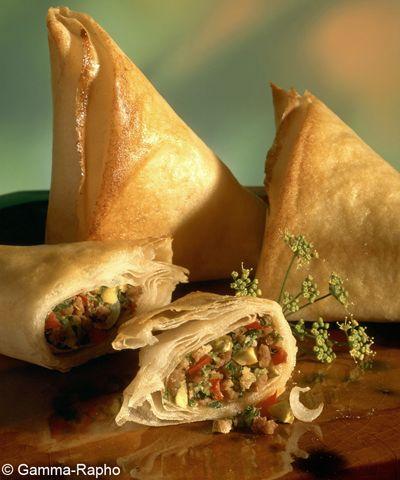 Recette Samoussas au poulet, épinards et curry : Faites chauffer les épinards avec 2 c. à soupe d'eau pendant 3 mn au micro-ondes ou à la casserole.Hachez...