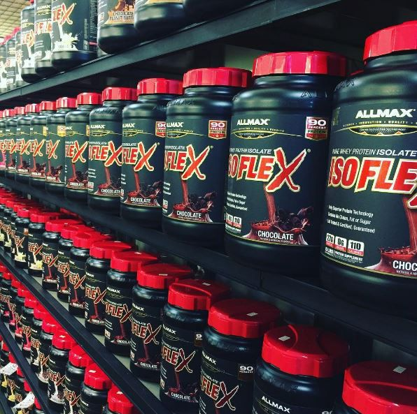 Let's admire the wall of muscle building - ISOFLEX Protein! #ISOFLEX contains absolutely no whey concentrate.  Concentrates have higher levels of fat and sugars with a lower percentage of protein and lower bioavailability than Isolates. While other brands use Concentrates, ISOFLEX users know that Isolates have a superior protein percentage and won't settle for non-Isolate blends. A 100% Whey Protein Isolate at your fingertips, giving you a 90% protein content! With only Native and Intact…