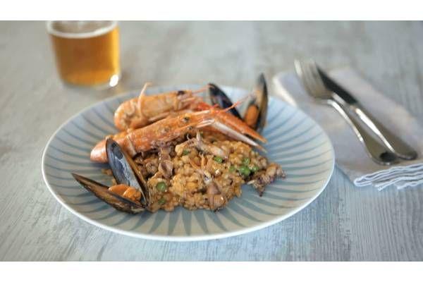 Il tipico piatto spagnolo in odore di vacanze non è così difficile da preparare grazie alla nostra ricetta di paella ai frutti di mare. Provatela!