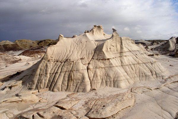 Grădina de roci cu forme stranii de la Bisti Badlands www.antenasatelor.ro/curiozităţi/natura/8909-gradina-de-roci-cu-forme-stranii-de-la-bisti-badlands.html