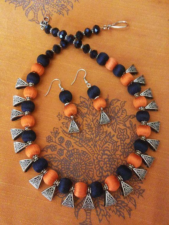 Oranje en zwarte zijde draad ketting en oorbellen door KnotnStitch