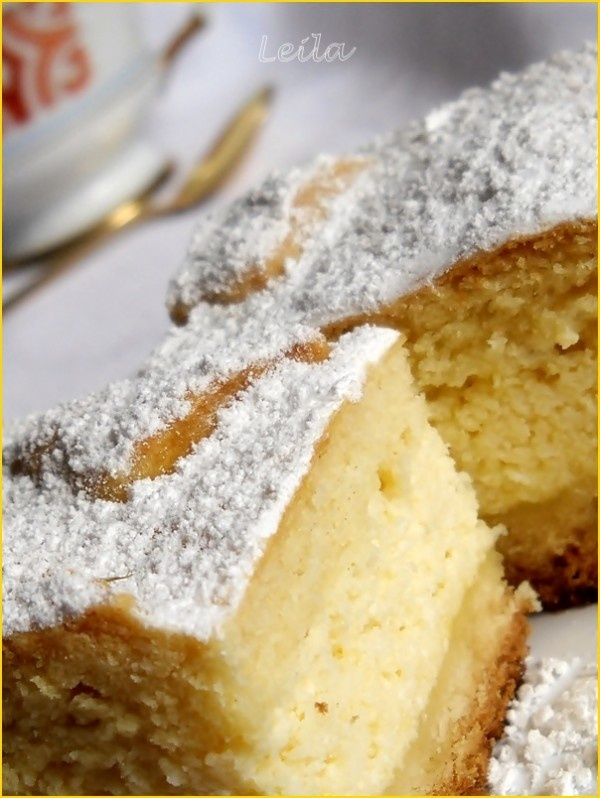 INGREDIENTE ALUAT:150 g unt sau margarina ( eu am folosit 100 g untura),150 g zahar,1 plic zahar vanilat,1 varf de cutit cu sare,400 g faina,2 galbenusuri ou,smantana cat cuprinde aluatul,1/2 plic praf de copt, INGREDIENTE UMPLUTURA:4 oua,125 g zahar,2 plicuri zahar vanilat,1 plic Pudding cu gust de vanilie Dr.Oetker,750 g branza dulce,200 g smantana, PREPARARE