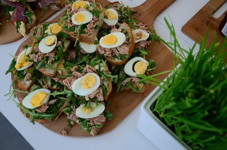Śniadanie / Breakfast / kanapki z tunczykiem, jajkiem i rukolą / sandwiches with tuna, boiled egg and rucola / Concordia Taste