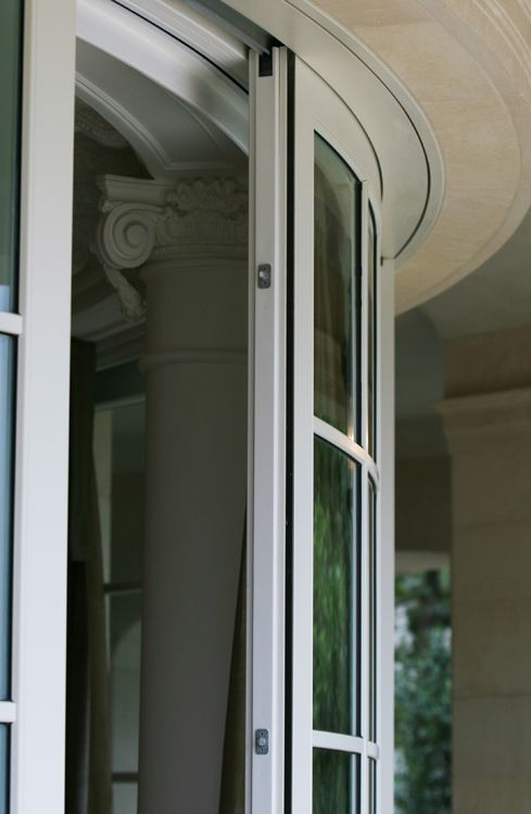 Curved-in-plan lift and slide window made of wood RAL color and cladded with Aluminium Albertini
