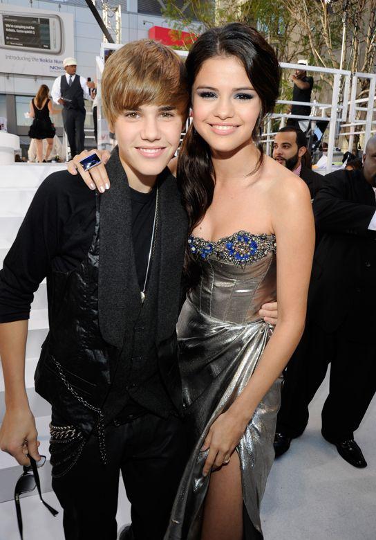 selena gomez & justin bieber | Justin Bieber Finally Dating Selena Gomez!?