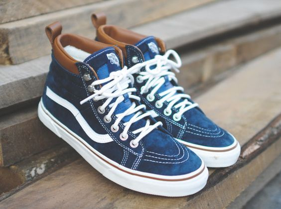 Not everyone is a fan of those sneaker-boots, but with Fall around the corner we are sure to see our fair share. If that style isn't you? Then you'll need to take a look at the Vans Sk8-Hi MTE new Fall colorways. While maintaining the presence of the classic Vans Sk8-Hi, this silhouette adds all ...: