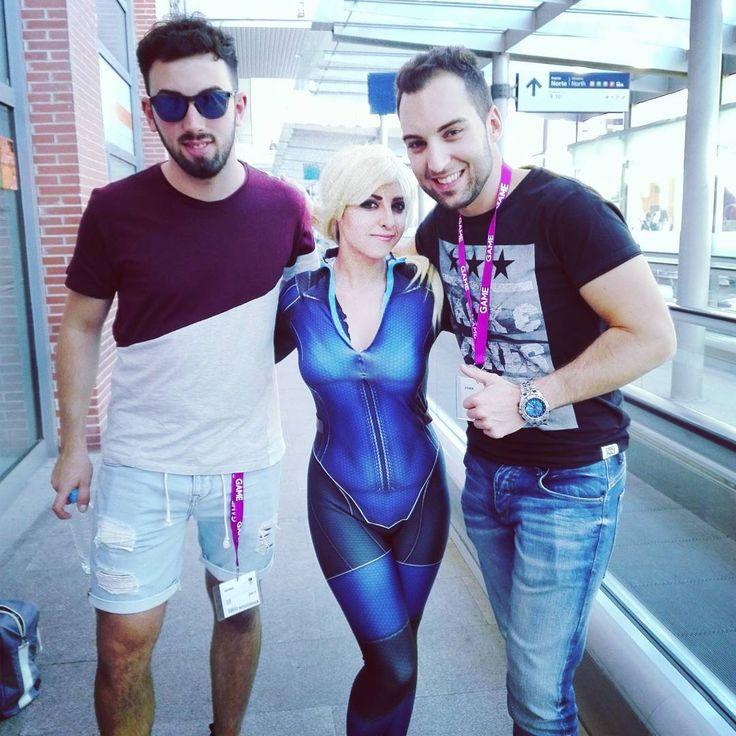 La familia apoyando a los cosplayers #cosplay #cosplayers #residentevil #overwatch #starcraft #heroesofthestorm #lol #Madrid #jillstyler