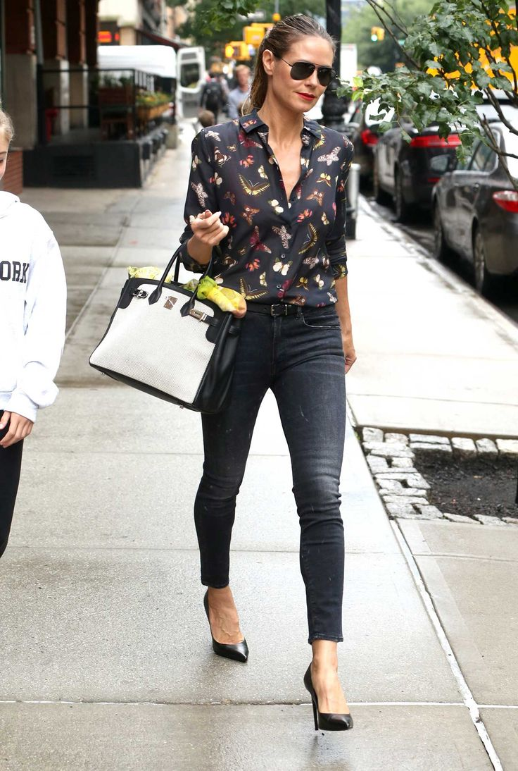 The ever gorgeous and never ageing, Heidi Klum, was seen leaving her apartment with her daughter Leni, in New York City ahead of a mother daughter day. It looks like they were in a rush though as s…