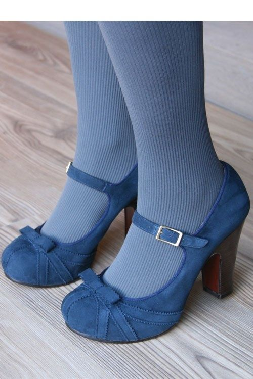 yes to blue shoes and tights.  with <3 from JDzigner www.jdzigner.com