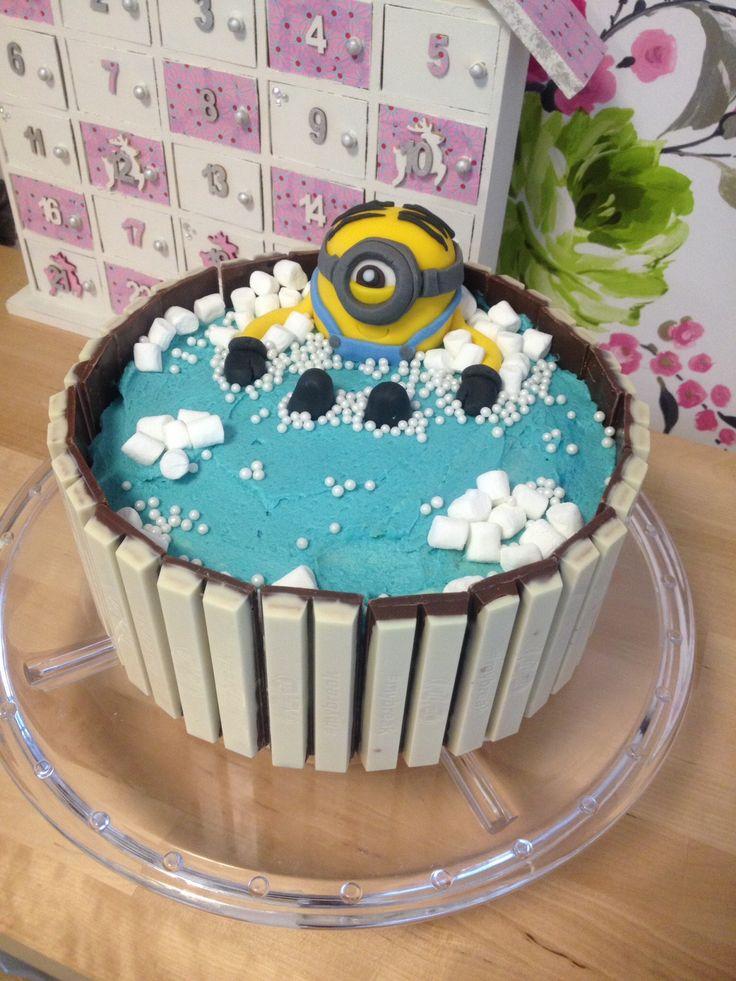 Minion kitkat cake