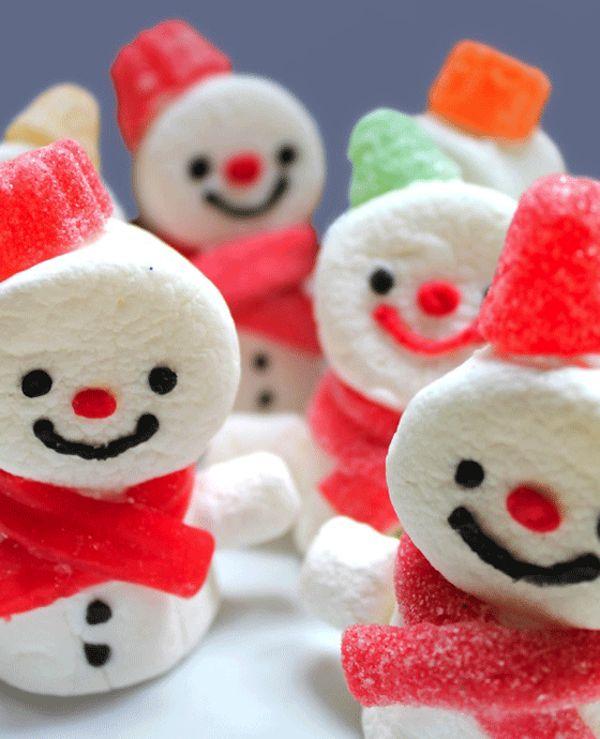 Las recetas de Navidad deben ser ricas ¡y divertidas! Os proponemos 10 recetas de Navidad para hacer dulces muñecos de nieve: piruletas, tortitas, galletas...