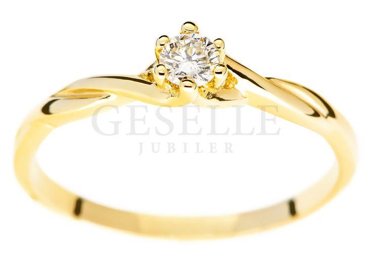 Skręcony, złoty pierścionek zaręczynowy z brylantem 0,11 karata - GRAWER W PREZENCIE   PIERŚCIONKI ZARĘCZYNOWE  Brylant  Żółte złoto od GESELLE Jubiler