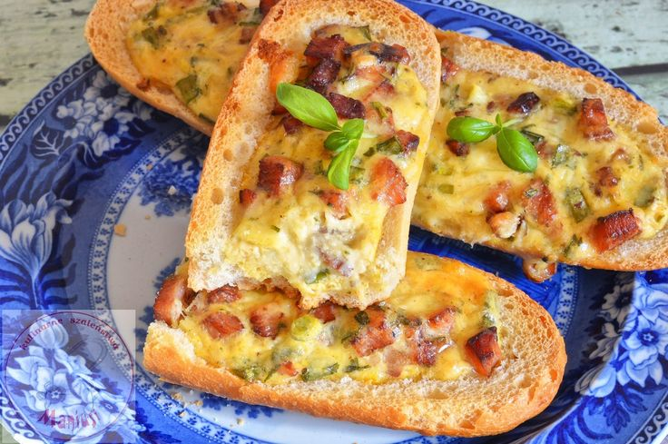 Zapiekane bagietki z jajkiem, szynką i serem