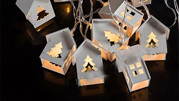 DIY - Γιορτινή γιρλάντα με χριστουγεννιάτικα φωτάκια σε σχήμα σπιτιών!