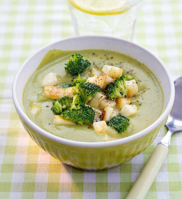 Broccolisoppa på det enklaste sättet. Ett gott recept som innehåller vitlök och grönsaksbuljong som ger soppan en tydlig och god smak.