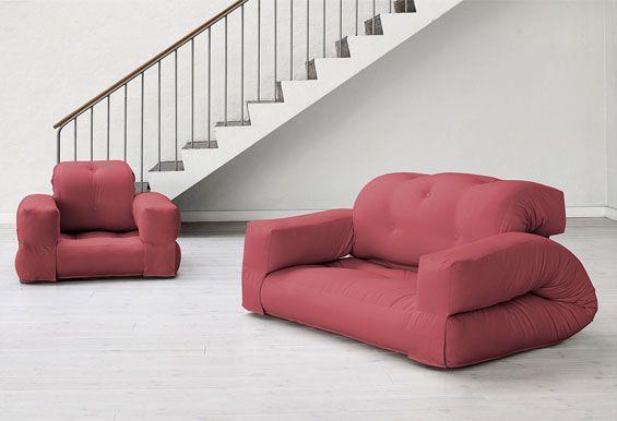 Dieser moderne Futon-Sessel ist in 8 verschiedenen Farben erhältlich und lässt sich kinderleicht in ein Gästebett verwandeln.