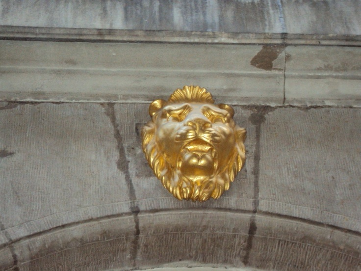The golden lion in Geneve.