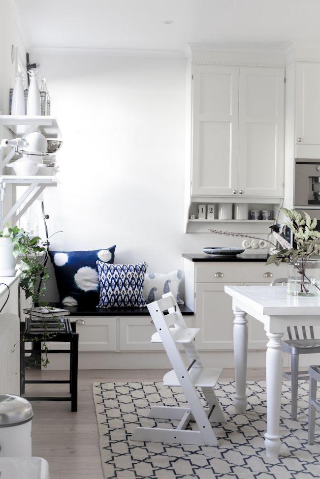 White, Black and Blue - lookslikewhite Blog