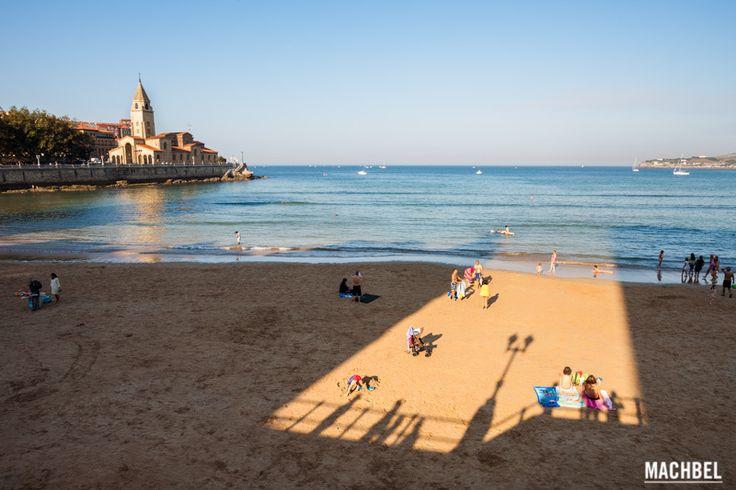 Playa de San Lorenzo e iglesia de San Pedro Miradores de Gijón Asturias España by machbel