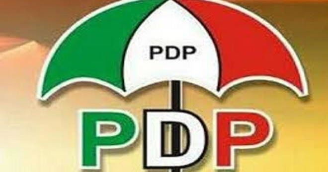 No fewer than 500 supporters of the ruling All Progressives Congress (APC) including some of the executive members of the party both present and past have defected to the Peoples Democratic Party (PDP) in Ohimini LGA of Benue State. This is coming on the heels of the emergence of Arc. Eric Adokwu as the standard bearer of the PDP in the 3 2017 local government poll in Ohimini. The decamping ceremony was done Yesterday at Onyagede council ward when the PDP candidate Adokwu visited the area in…