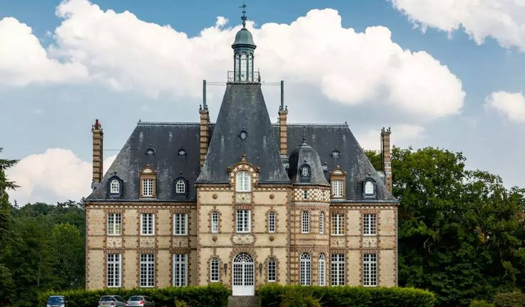 """Escape to France with Marybeth Grinnan and Niki Schemmel. You will have the option to start with 1 night in Paris before the """"retreat"""" officially begins in the Loire Valley. We will return to Paris for the final night of our adventure and will enjoy a farewell celebration. Days will be enhanced with Nia, yoga,"""