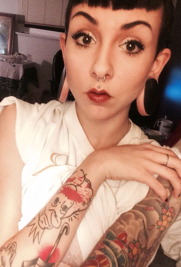 Girls with plugs-5256