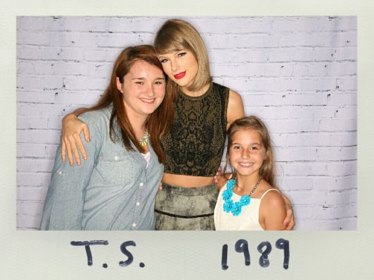 Andrea swift with fans 1989 world tour charlotte north carolina andrea swift with fans 1989 world tour charlotte north carolina taylor swift pinterest swift and taylor swift m4hsunfo