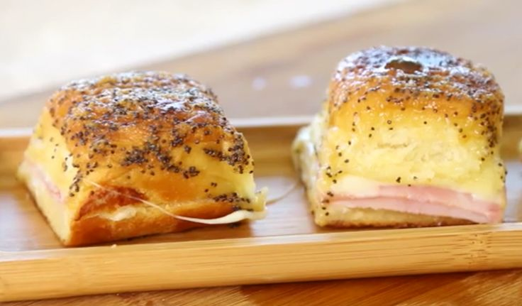 These Hawaiian ham and cheese sliders are perfect for parties!Posted by Food Please on Friday, January 22, 201...