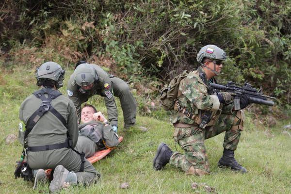 Tripulaciones de Ángel de los Andes se preparan en Guatape con #CACOM5 de @FuerzaAereaCol para ejercicio en Agosto   Ejercicio de recuperación Ángel de Los Andes 2015. - América Militar  Fuente Fuerza Aérea Colombiana