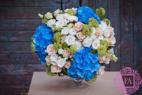 Букет Жюль Верн купить с доставкой в Москве, букет цветов из синей гортензии,