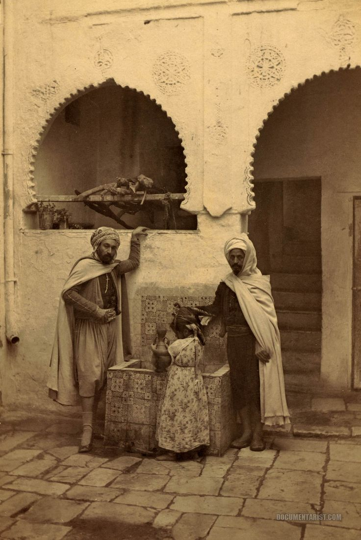 two_men_and_child_at_a_well_in_courtyard._constantine_algeria._1860-1890.jpg (1920×2871)