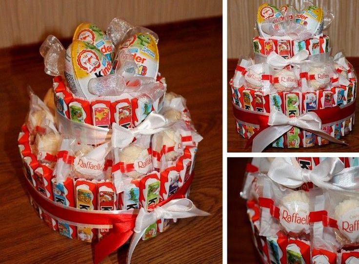 Schöne Torte in weiß und rot aus Kinderriegeln, Raffaello Pralinen und Ü-Eiern