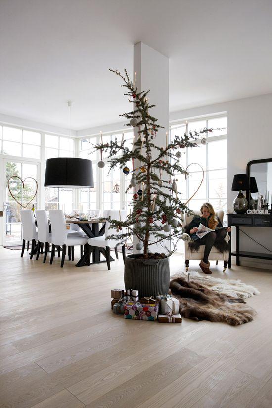 ruimtelijk, lichte en natuurlijke kleuren en een alternatieve kerstboom!