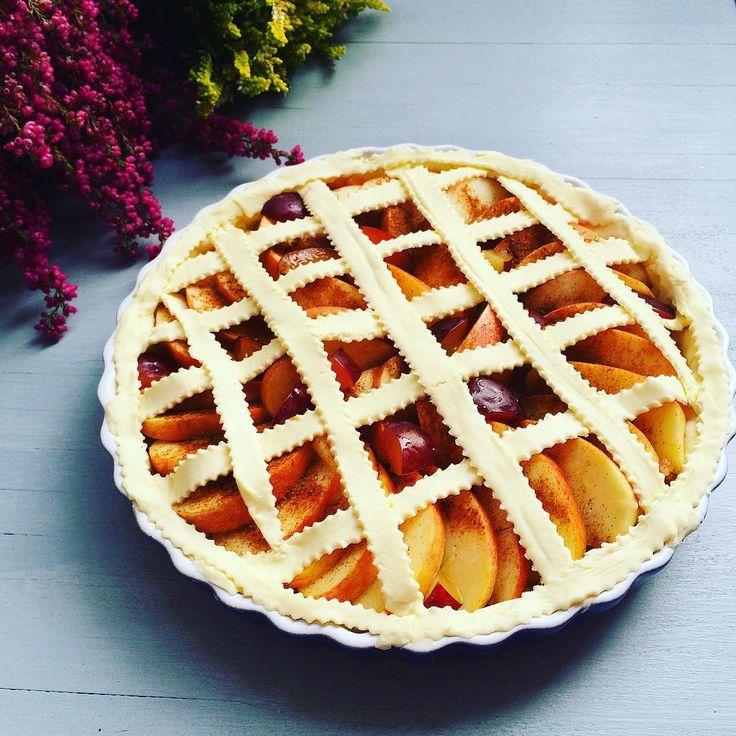 Dobré ráno! Good Morning! #homemade #applepie #cake #tart #pie #apple #apples #plum #plums #walnuts #baking #breakfast #autumn #autumnmood #heath #domaci #kolac #jablecny #jablka #svestky #orechy #skorice #podzim #vres #onmytable #onthetable #wimfdt #dnessnidam #mojechvilka