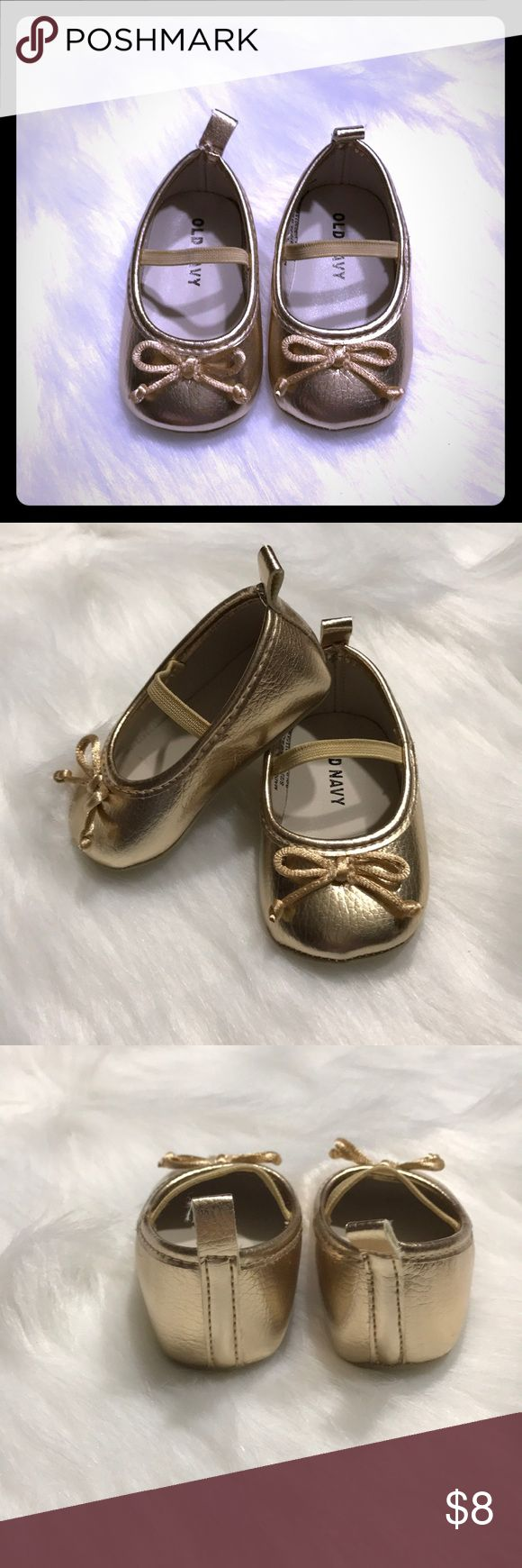 Old Navy Gold ballet shoes with Bow Gold ballet shoes with Bow. Brand New, never worn. Infant size 0 or 3-6 months Old Navy Shoes Sandals & Flip Flops