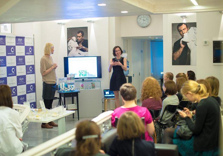 Карин Хиндборг - международный тренер skyn ICELAND и Тамара Iceland Cream - официальный представитель марки в России ведут презентацию и объясняют основные моменты концепции бренда. — at Время Красоты.