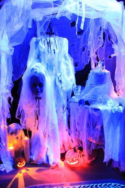awesome uv blacklight halloween display