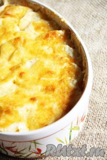Готовность блюда можно проверить вилкой или зубочисткой. Картофель должен стать мягким. Я за 10 минут до готовности включила верхний нагрев, чтобы сыр приобрёл золотистую корочку.