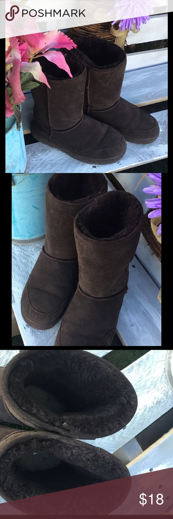 BearPaw Boots ☄️ Unisex Boots in Chocolate Brown ☄️ Gently Used 👌 BearPaw Shoes