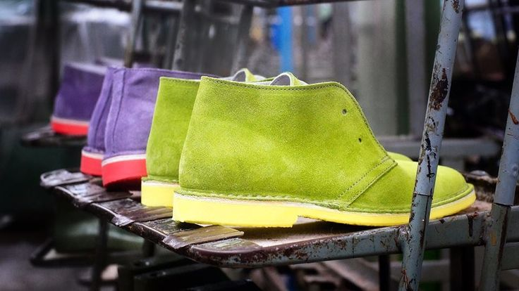 I modelli di chukka made in Italy rileggono in chiave pop e disinibita un pilastro delle calzature casual.
