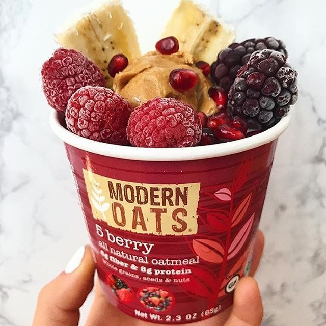 You will wake up an hour early just looking forward to this very berry blend of juicy, nutrient packed and antioxidant rich oatmeal loaded with blueberries, strawberries, cranberries, blackberries, raspberries, and accented with California almonds and pecans (rg: @healthymood_sf)